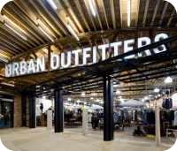 «Мамы» призывают запретить Urban Outfitters.